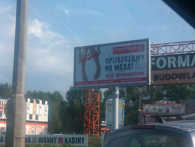 Reklama sklepu Maximus (zdjęcie wykonane w Warszawie 5 czerwca 2011 r.)