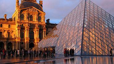 Paryż wycieczki. Paryski Luwr - jedno z najstarszych i największych muzeów na świecie zwiedza rocznie 8,500,000 osób.