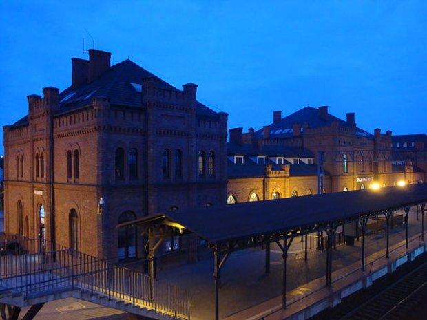 Dworzec kolejowy w Skierniewicach, fot. Travelarz / Wikimedia Commons