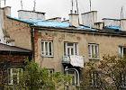 Kto� ukrad�... dach z kamienicy na Szmulkach [WIDEO]