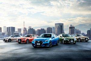 Toyota Crown | Lifting na 60. urodziny