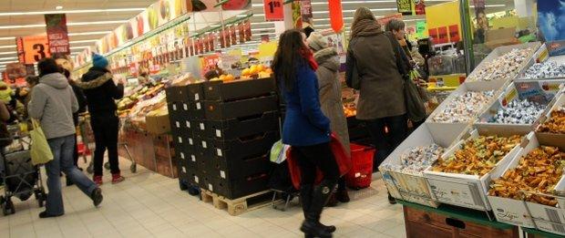 Koniec z�otych �niw w Biedronce? Dane: Polacy rzadziej robi� zakupy. Efekt? Ceny akcji pikuj�