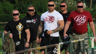 Polscy neonaziści na ubiegłorocznym zjeździe w Themar, w Turyngii. W środku Krzysztof S., pseudonim  'Słowik'