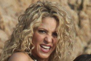Shakira w sesji z synem. My nie mo�emy jednak oderwa� wzroku od jej figury. Naprawd� urodzi�a dwoje dzieci?!