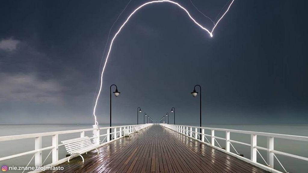 Burza nad molo w Orłowie.