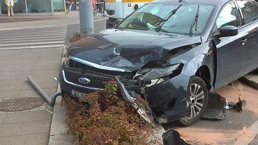Zderzenie mercedesa z fordem na pl. Rodła