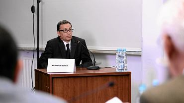 Jarosław Szarek podczas przesłuchania przed Kolegium IPN