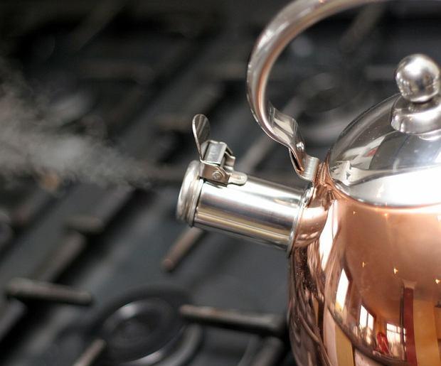 Poznaj 9 korzyści płynących z picia ciepłej wody