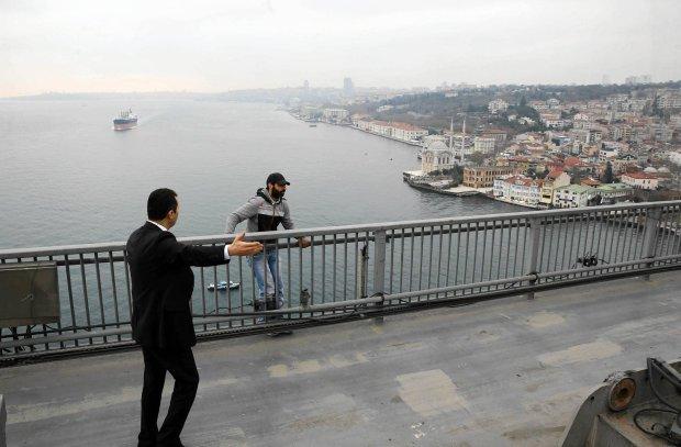 Prezydent Turcji odwiódł niedoszłego samobójcę od skoku z mostu nad Bosforem