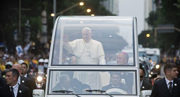 Franciszek w Rio: Nie mam z�ota, przynosz� Chrystusa. Papie� utkn�� w korku