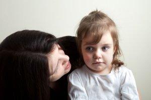 Samotna matka nie dostanie 500 na dziecko? Rzeczniczka PiS radzi: niech ma więcej dzieci