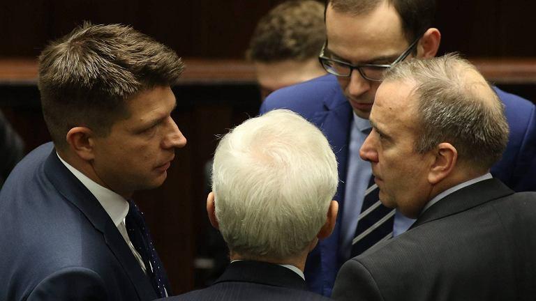 Ryszard Petru i Grzegorz Schetyna podczas debaty nad projektem zmiany ustawy o Trybunale Konstytucyjnym. Sejm, 19 listopada 2015 r.
