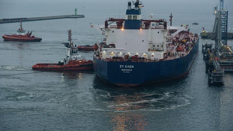 Tankowiec 'St . Helen' wpływa do portu w Gdańsku z ropą dla Lotosu
