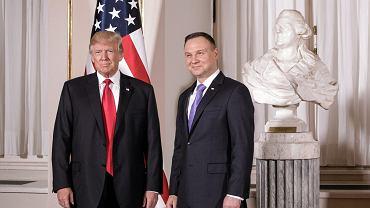 Prezydent USA Donald Trump i prezydent RP Andrzej Duda podczas powitania na Zamku Królewskim w Warszawie, 6 lipca 2017.