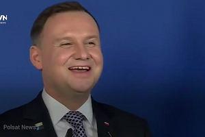 Dziwne gesty i śmiechy. Prezydent Andrzej Duda na szczycie NATO zachowywał się bardzo specyficznie