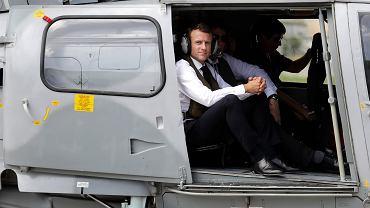 Prezydent Francji Emmanuel Macron w helikopterze tuż po wylądowaniu na Saint Barthelemy, francuskiej wyspie na Karaibach, 30 września 2018 r.