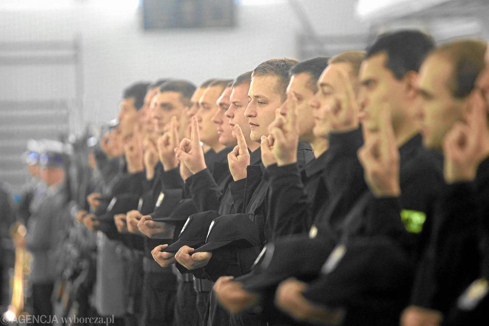 Policja, ślubowanie nowo przyjętych do służby