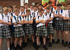 Brytyjscy uczniowie przyszli do szkoły w spódniczkach. W ten sposób wywalczyli sobie prawo do krótkich spodenek