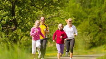 Rodzice powinni zachęcać dzieci do aktywności fizycznej