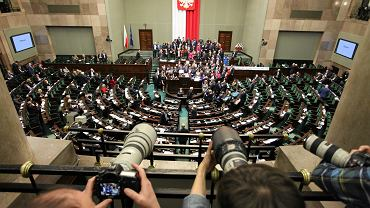 PiS wycofa się z części ograniczeń dla dziennikarzy w Sejmie
