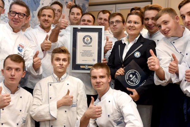 W Warszawie pobito rekord Guinnessa w uk�adaniu mozaiki z sushi