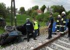Dzieci zginęły w zderzeniu z pociągiem. Jechały na weekend