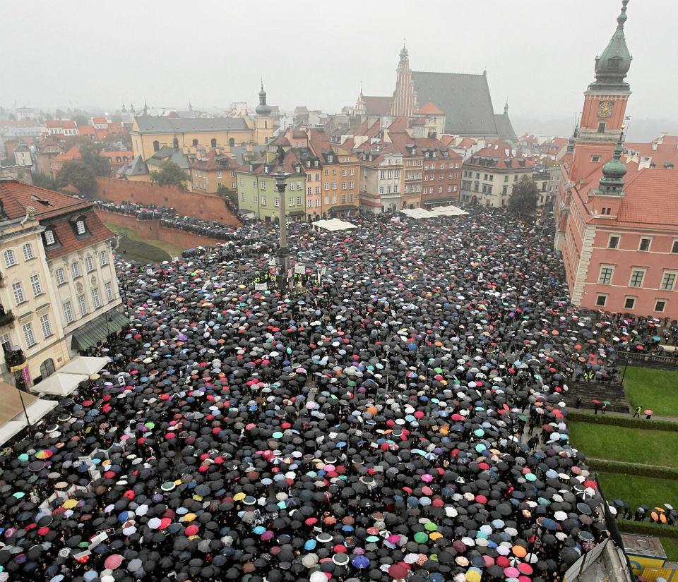 'Czarny protest', Warszawa, pl. Zamkowy, 3 X 2016 r.