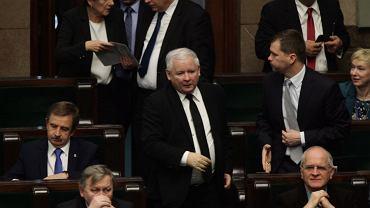 Posiedzenie Sejmu w czwartek 19 listopada - omawiana jest sprawa Trybunału Konstytucyjnego