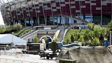 Przygotowania do szczytu na Stadionie Narodowym w Warszawie. Wokół 'strefy zero' postawiono dodatkowy, wysoki na 2,5 metra betonowy płot. A służby gromadzą sprzęt potrzebny do ochrony gości
