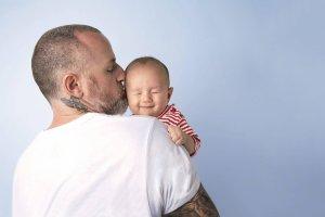 """Rewolucja ojców. Psychoterapeuta: """"Dla wielu mężczyzn ojcostwo to okazja do refleksji i odnalezienia dostępu do emocji."""" [WYWIAD]"""