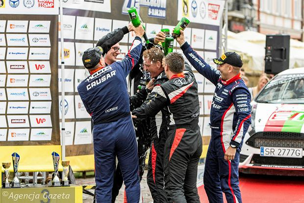 Zdjęcie numer 0 w galerii - 27. Rajd Rzeszowski. Nikolay Gryazin świętował zwycięstwo na rzeszowskim Rynku [GALERIA]