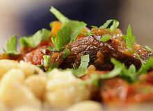 Wołowina w czerwonym winie i pomidorach - ugotuj