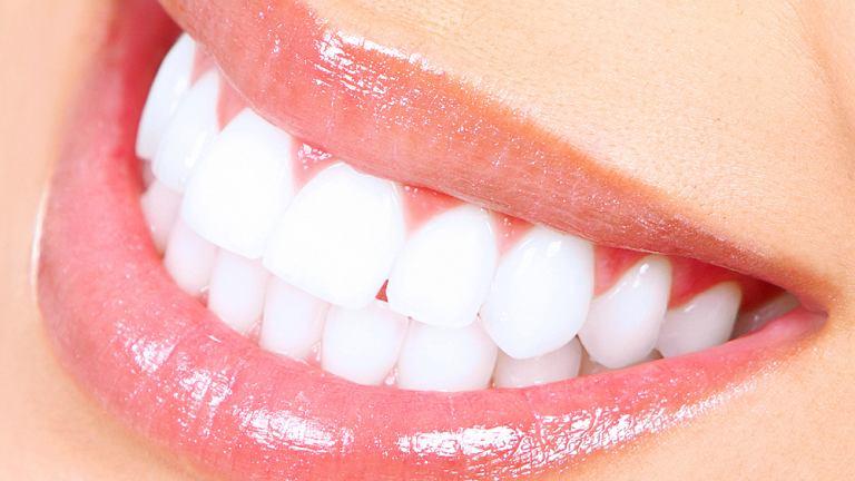 Dorosły człowiek, u którego nie ma żadnych ubytków i wszystko rozwija się prawidłowo, posiada od 28 do 32 zębów.