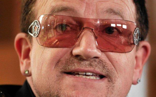 Dlaczego Bono zawsze nosi przeciws�oneczne okulary? Lans? To nie to. Gwiazdor wyzna�: Przyczyn� choroba