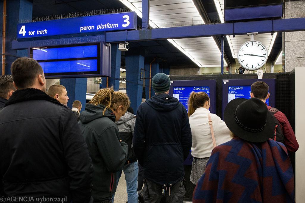 Opóźnienia pociągów. Zdjęcie ilustracyjne