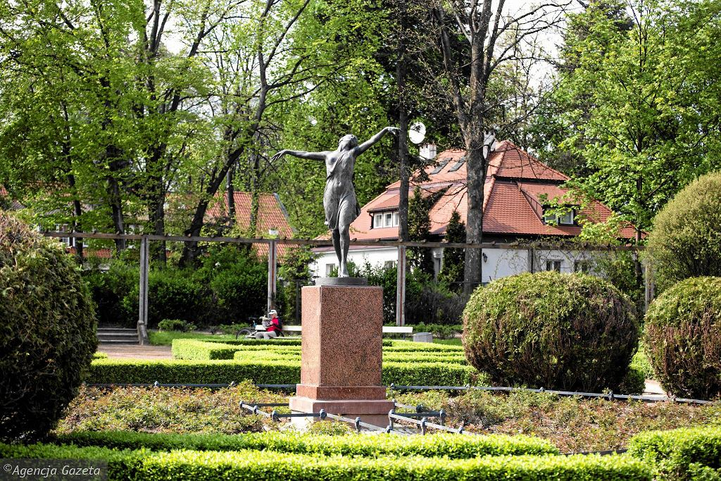 Park Skaryszewski, rzeźba Olgi Niewskiej / ADAM STĘPIEŃ
