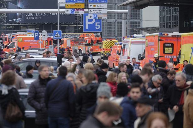 Ewakuacja i zamknięcie lotniska w Hamburgu po wycieku gazu pieprzowego. Policja: to nie atak