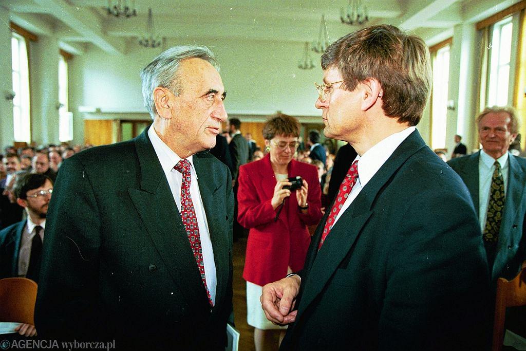 Tadeusz Mazowiecki i Leszek Balcerowicz (fot. Sławomir Kamiński/AG)