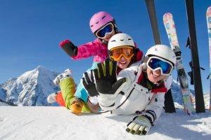 Niezbędnik narciarza - o czym trzeba pamiętać przed i w trakcie sezonu?