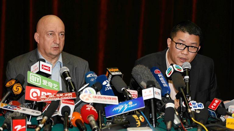 Przedstawiciele Malaysian Airlines  w czasie konferencji prasowej