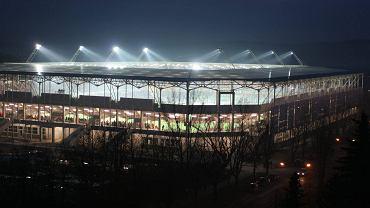 'Czy betonowa elewacja stadionu zostanie pomalowana? A jak z czasem, zdążą czy nie zdążą? - to najczęściej powtarzające się pytania przed zaplanowanym na 1 kwietnia otwarciem stadionu' - donosiliśmy w marcu 2016 r. Zdążyli, na 1 kwietnia stadion był gotowy.