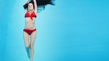 Ruch w wodzie pozwala mięśniom się zrelaksować,odciąża kręgosłup