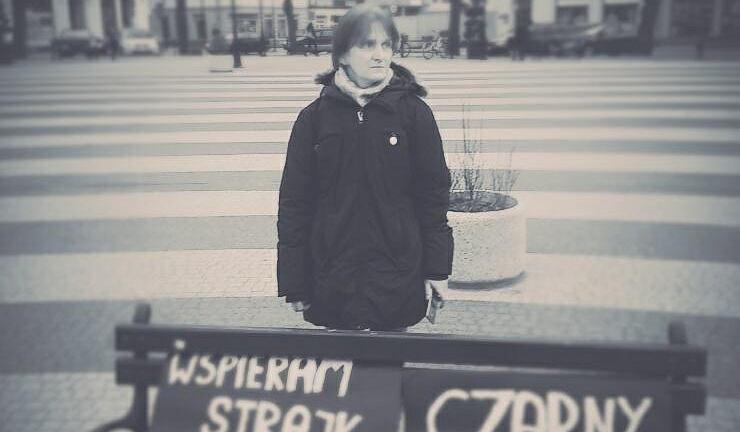Beata Katkowska, uczestniczka jednoosobowego protestu w Gryficach w Czarny Piątek (23.03.2018).