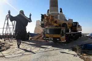 Syria: Zbudowali ogromn� figur� Chrystusa. Wida� j� z 4 kraj�w