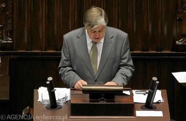 Jurgiel przemawia� w Sejmie prawie 6 godzin. ��da wotum nieufno�ci dla ministra rolnictwa