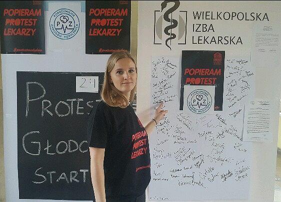 """Głodówka lekarzy rezydentów także w Lesznie. """"Protestujemy na razie w piątkę, ale będzie nas więcej"""""""