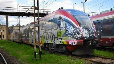 Niechciane przez PKP Intercity składy ED74 mają zostać sprzedane przewoźnikom regionalnym