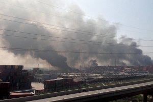 Dramatyczny wybuch w chi�skim porcie Tiencin. Nie �yje co najmniej 50 os�b, ponad 700 jest rannych