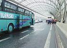 Zderzenie autokaru z ci�ar�wk� na Trasie Toru�skiej [WIDEO]