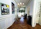 Paryski showroom Rue Monsieur Paris urz�dzony w typowym dla stolicy Francji haussmanowskim apartamencie. Wsp�czesne meble marki doskonale wpisuj� si� w panuj�cy tu klimat.